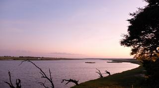 朝焼けのチョベ川